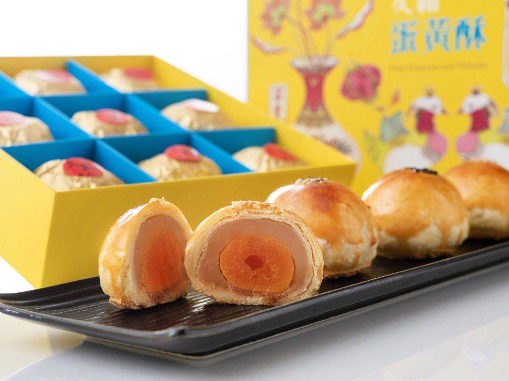 大倉久和「蛋黃酥」,有別於市面上常見口味,以細緻淡雅的蓮子為主要餡料,搭配傳統鹹...