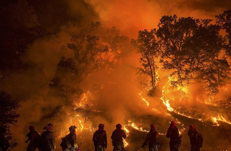 近來美國西部野火控制取得良好的進展,俄勒岡州南部靴筒山大火1日控制率已達74%,加州也因野火火勢獲控制,取消附近疏散命令。示意圖。(photo by Jeff Head on flickr under CC1.0)