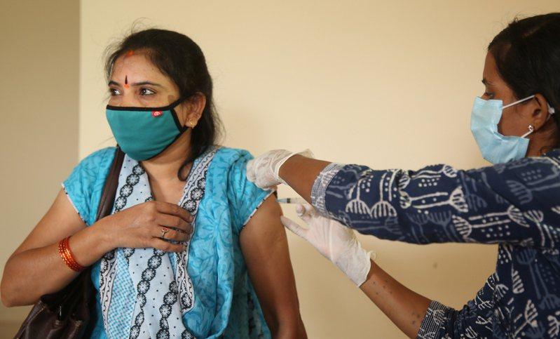 印度研究團隊預估,印度未來可能爆發另一波規模較小的疫情。歐新社