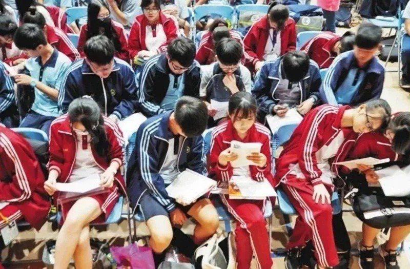 110學年教育部主管的國、私立高級中等學校免試入學續招開跑,共206校辦理,釋出總名額1萬6849名。本報資料照片