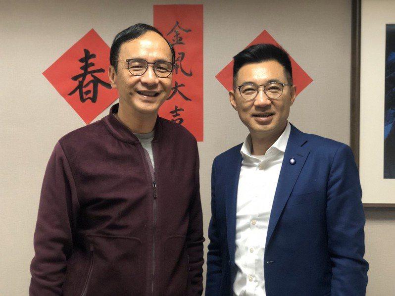 國民黨前主席朱立倫(左)與現任主席江啟臣(右)。圖/朱立倫辦公室提供