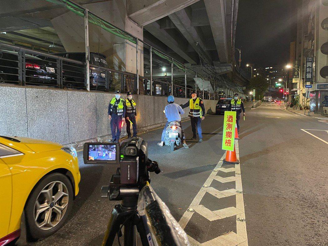台北市中山警分局指出,在今年5至7月三級警戒期間,酒駕交通事故件數較過去下降91...