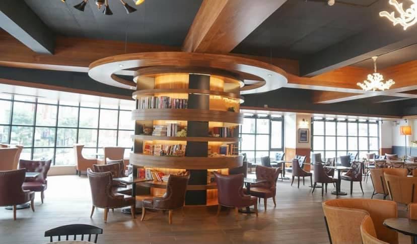 位於高雄左營區裕誠路的酷多思咖啡裕誠旗艦店,分為一、二樓兩層,營業面積約200坪...