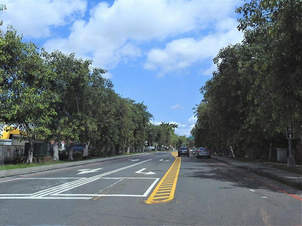 公路總局南投工務段今年重新調整劃設台14乙線中正路道路標線,並增設左轉專用道。記...