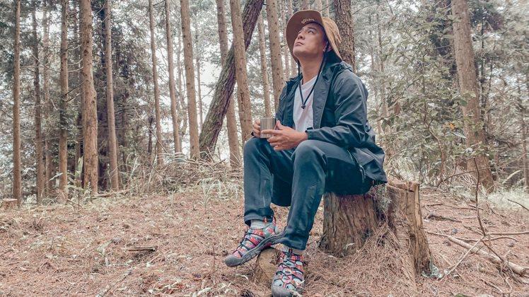 KEEN推出夏日新款涼鞋找了男星竇智孔來詮釋,透過他運動陽光的形象,傳達品牌對於...