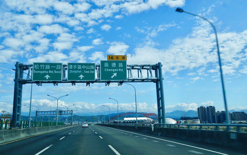 國道一新增連結74號快速道路匝道起點就位在潭子,北台中交通樞紐地位確立。記者宋健...