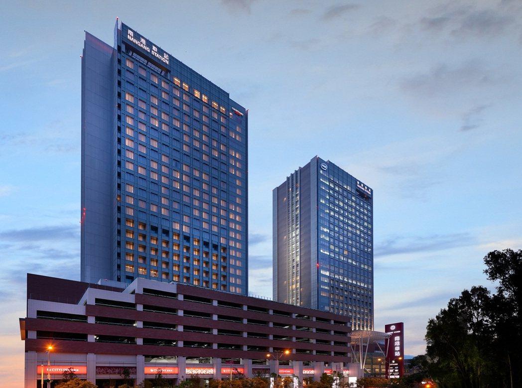 享有四鐵共構交通便利優勢的台北六福萬怡酒店,明日起將開放大廳酒吧及粵亮廣式料理內...