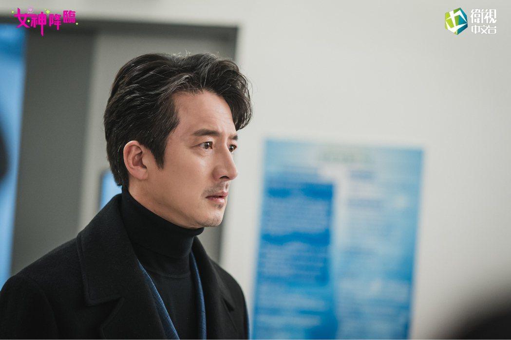 鄭俊鎬在「女神降臨」中飾演超級天王、帥爸。圖/衛視中文台提供
