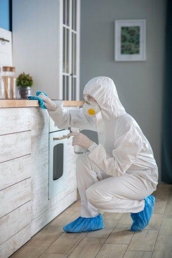 防堵病毒,要做好個人衛生防護,定期使用漂白水清潔消毒環境。圖╱123RF