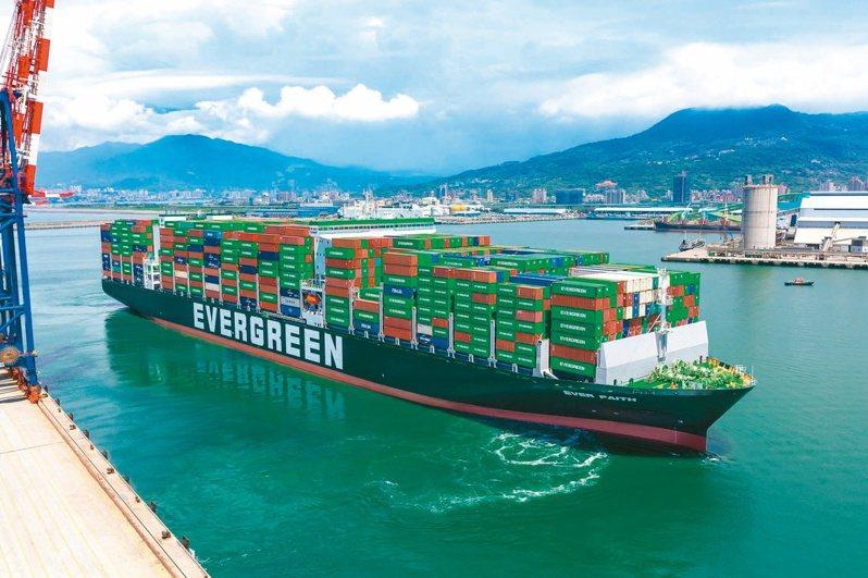 隨著旺季到來,貨櫃三雄長榮、陽明、萬海即將要公布7月營收數字,將是多頭走勢的重要觀察指標。(本報系資料庫)