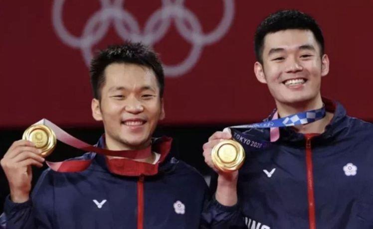 我國羽球男子雙打選手李洋(左)和王齊麟,昨晚贏得奧運金牌。圖/聯合報系資料照片 ...