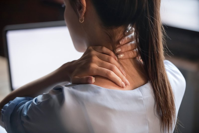 影片中的6個動作,將利用胸椎的三個面向來伸展,改善肩頸痠痛的問題。圖/Canva