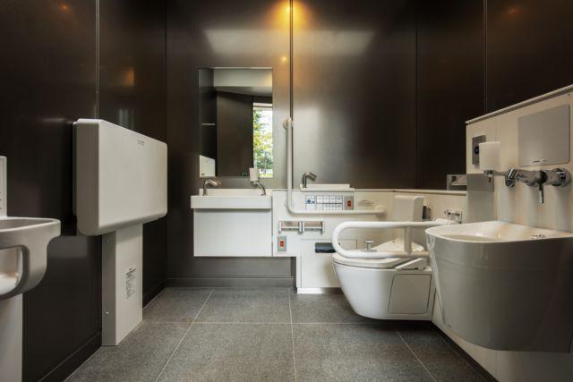 安藤忠雄打造公廁空間,符合東京公廁計畫所提出的必要設計。圖/取自tokyotoi...