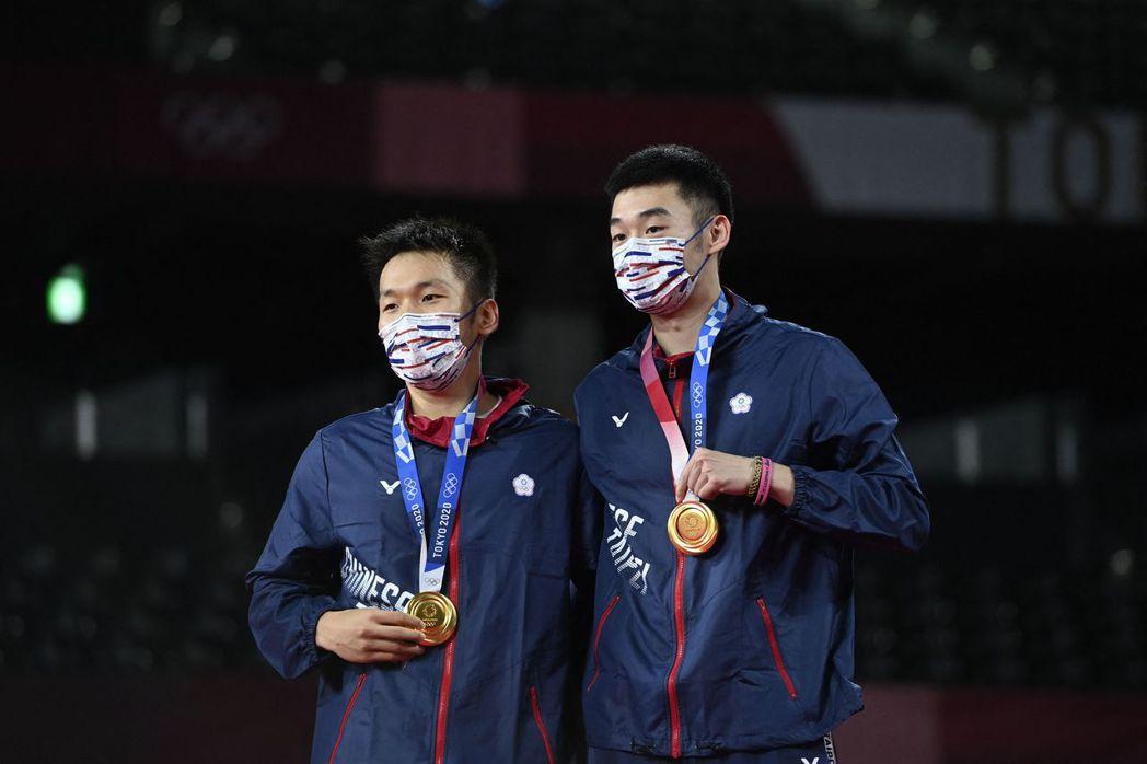 台灣羽球男雙組合李洋、王齊麟日前在東奧擊敗中國選手拿下金牌,金門縣獎金也大加碼。