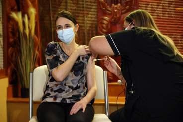 新冠疫苗爭奪戰(十四):防疫模範生危機,紐西蘭的下一步?
