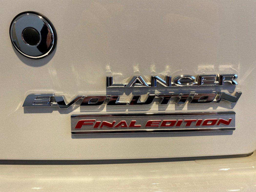 在Lancer EVO的下方有一塊Final Edition的銘牌。 摘自Car...