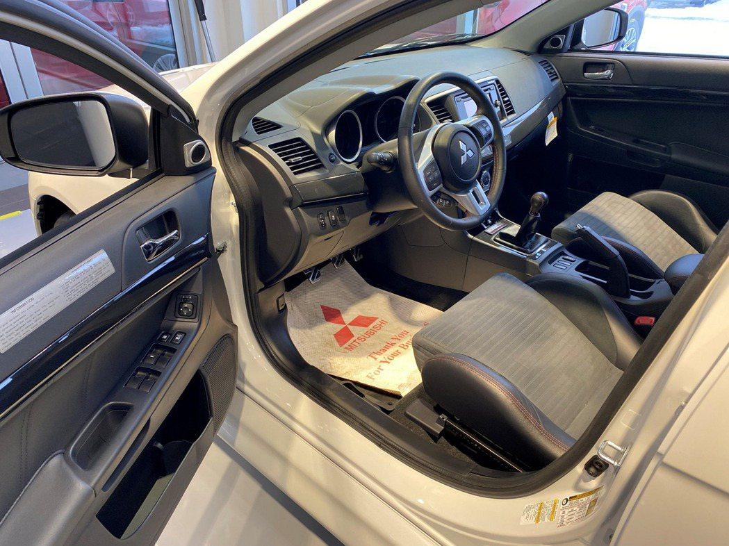 內裝部份就一如Mitsubishi一貫的樸實無華。 摘自Carscoops