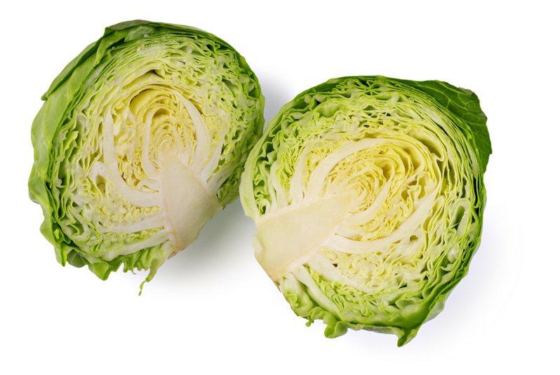 一位網友分享自己買了高麗菜回家之後的「保鮮妙招」。  圖/ingimage