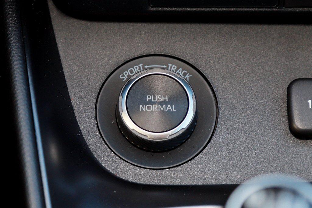 Toyota GR Yaris的四輪驅動系統採用電子控制多片式離合器並具有Nor...
