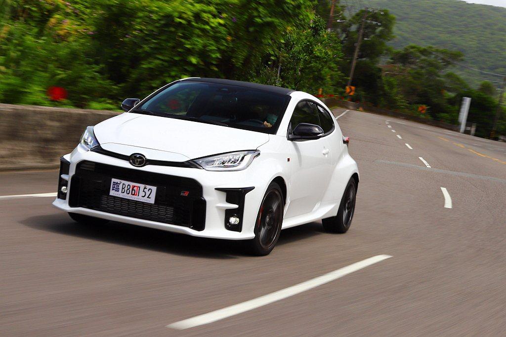 Toyota GR Yaris優越的抓地能力,就猶如軌道車般緊緊地朝既定路線而走...