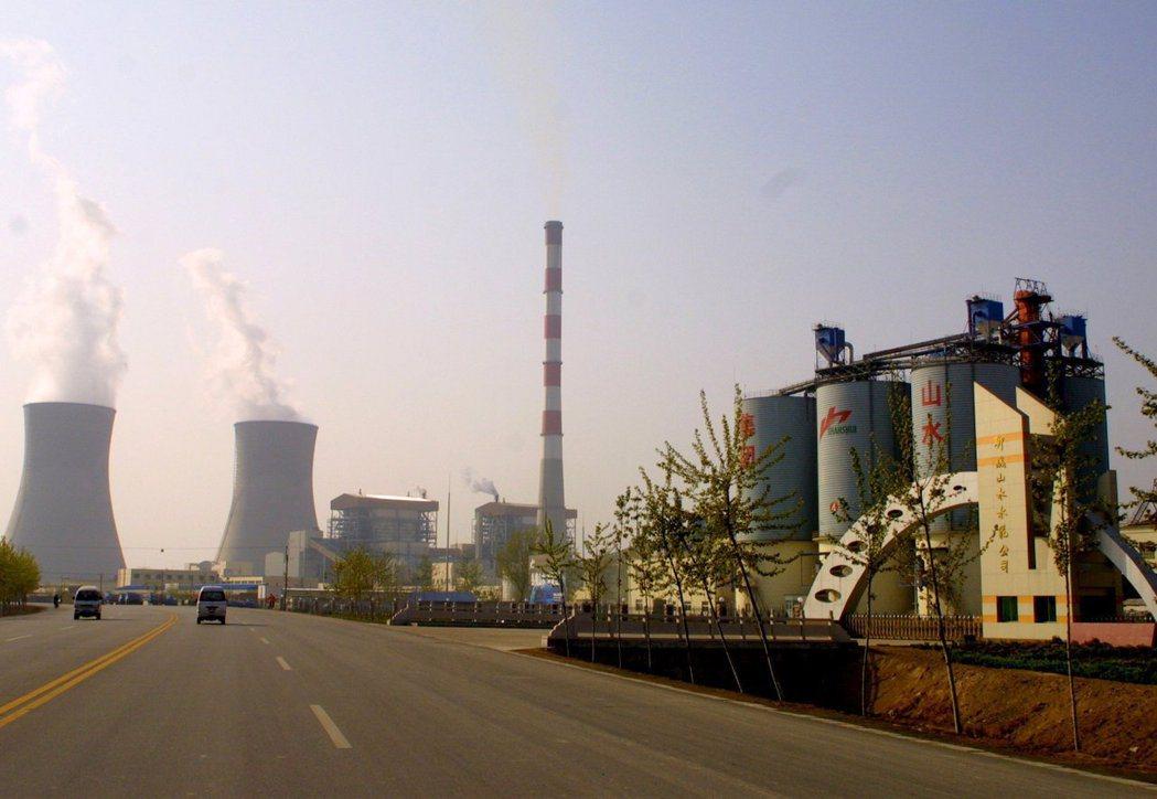 山東、河北、黑龍江等地水泥廠實施停產,以錯開夏季用電高峰,水泥價格因而上漲約一成...