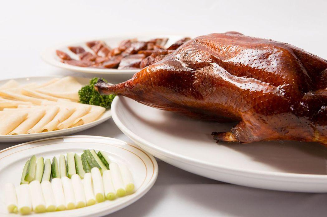 典華雅聚人氣商品「烤櫻桃鴨三吃」。