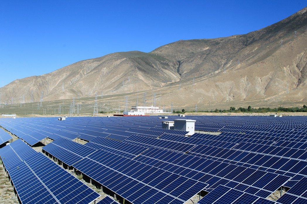 新疆是大陸多晶矽的重要產地。 新華社