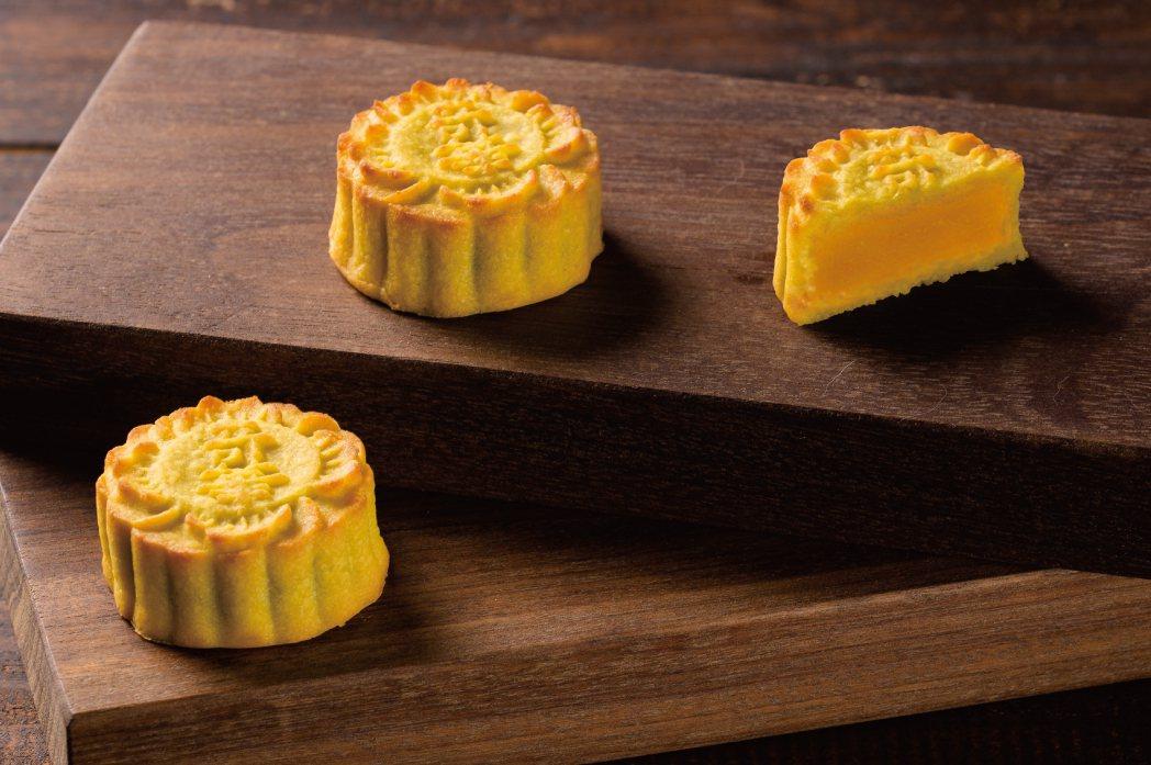 為了滿足各客群的送禮需求,奇華餅家提供多款中秋月餅禮盒供客戶挑選。