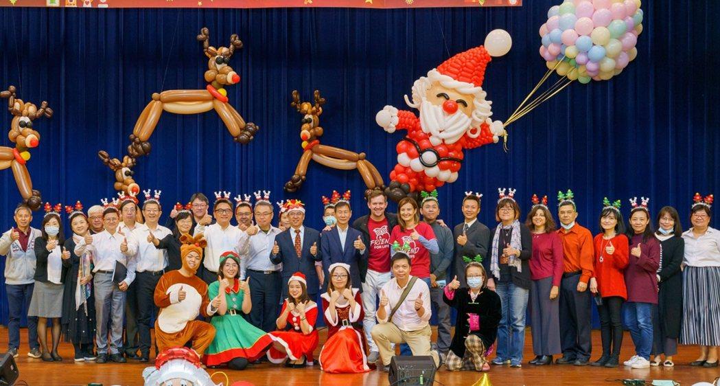 中國科大與空中英語教室合辦耶誕感恩慶祝活動,節目精彩氣氛活絡,教職員共襄盛舉。 ...