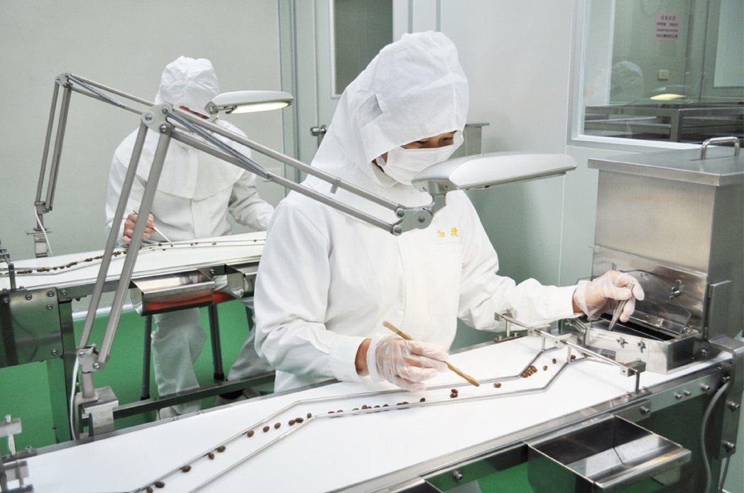加捷生醫生物科技廠,甲魚精選粒過程。加捷/提供。