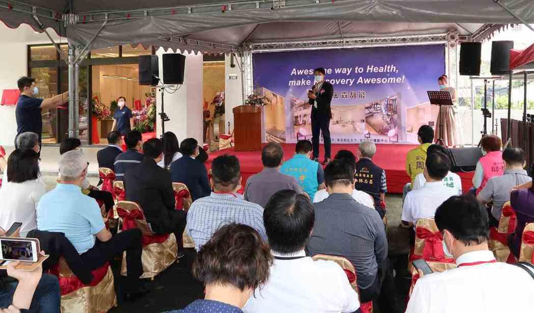 奧森馥能健康管理中心董事長林俊良於開幕式致詞。 李炎奇/攝影