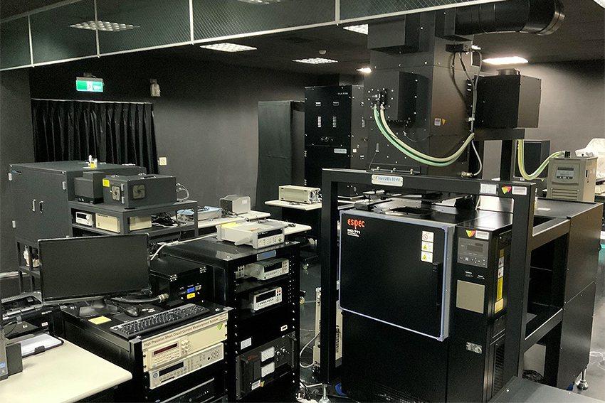 位於中央大學新世代光驅動電池模組研究中心之太陽能電池效率驗證實驗室(PVEVL)...