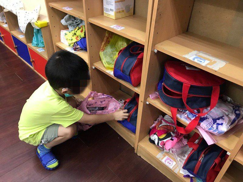 幼兒園解封開學,不少孩子的生活常規、認知學習都大幅退化,甚至有分離焦慮症。記者陳雅玲/翻攝