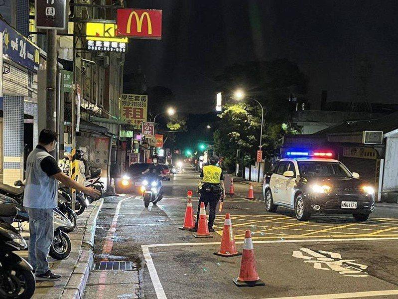 北市交通大隊上周末晚間起執行「靜城專案」,主動稽查非法改裝、噪音擾人車輛。圖/北市警察局交通大隊