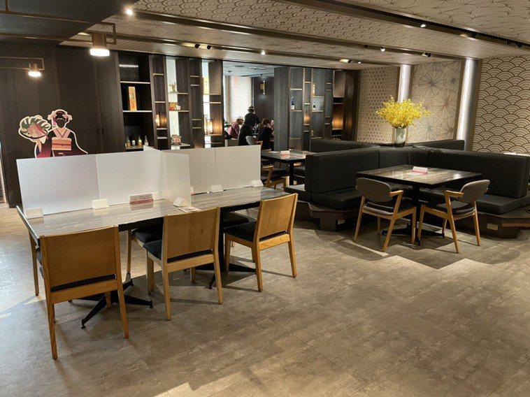 王品旗下餐廳「藝奇」中午時段僅有一組客人上門,大部分民眾仍選擇外帶。記者張睿廷/...