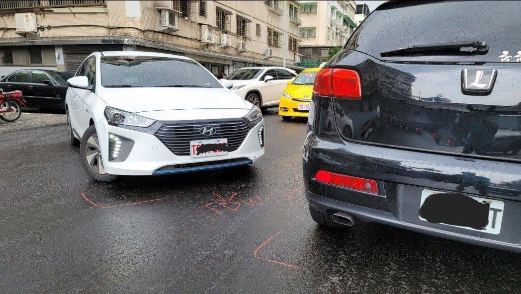 陳霆在上班的路上發生車禍。圖/摘自臉書