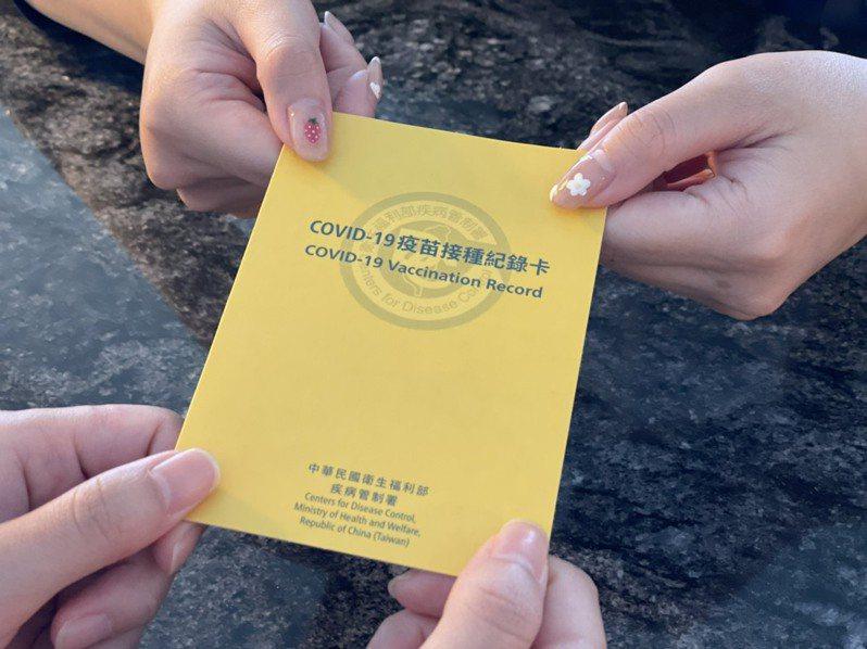 天成飯店集團「有卡最省」住房專案,,在集團旗下飯店8月31日前入住,出示疫苗接種紀錄卡每房最高可折抵1000元現金。圖/天成飯店提供