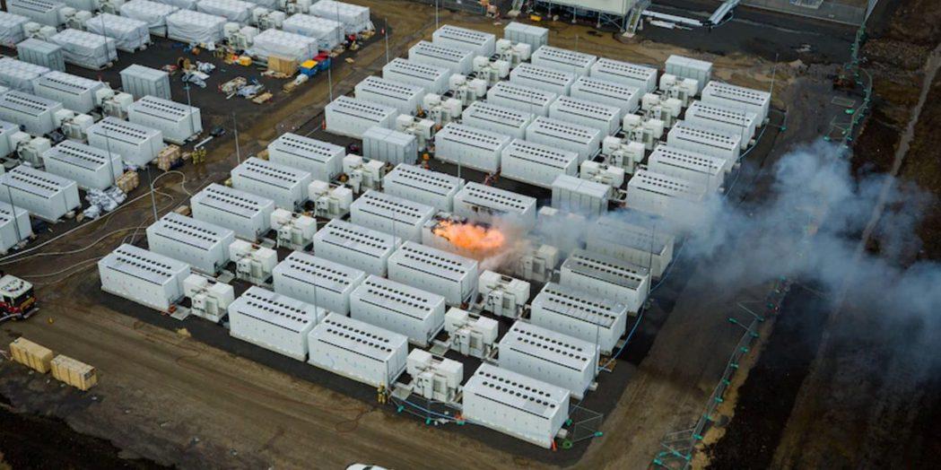 澳洲南部地區一座大型儲能電池在上周五起火燃燒,火勢三天後才被撲滅。(取自網路)