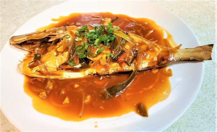 剝皮魚料理──糖醋剝皮魚。圖/新北漁業處提供
