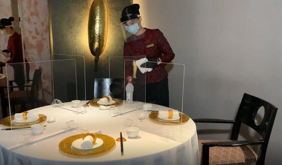 台北遠東香格里拉餐廳桌間距離至少1 5公尺,並加裝透明隔板。圖/台北遠東香格里拉...
