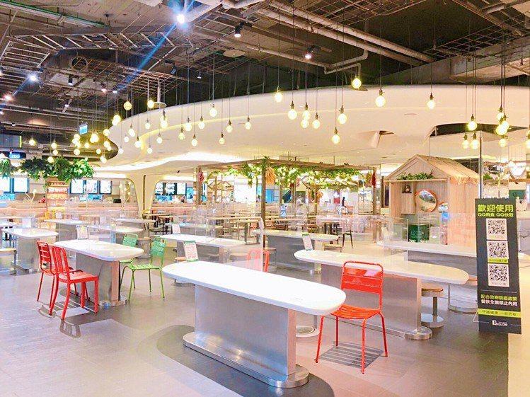 京站台北店、小碧潭店的公食區皆僅留三分之一座位。圖/京站提供
