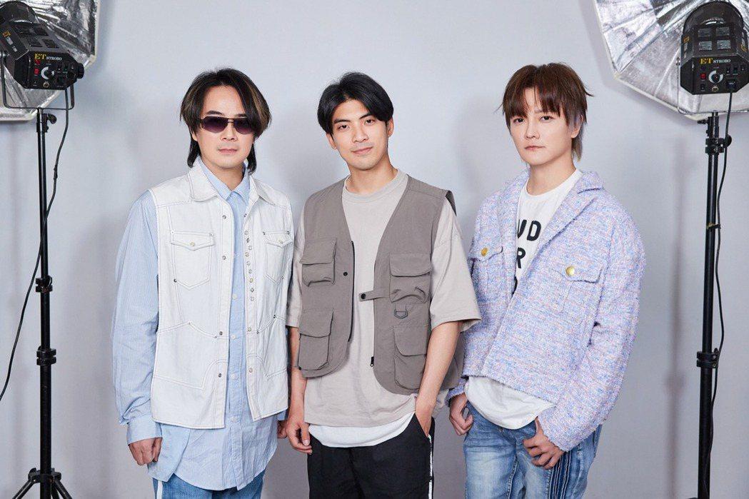 林哲熹(中)助陣F.I.R.新歌MV,自曝也是「閃婚」體質。圖/華研國際提供