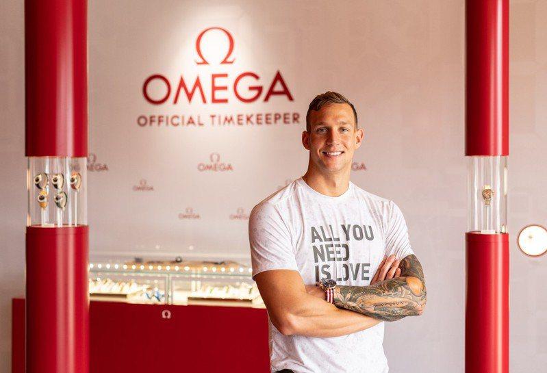 今年拿下五面金牌的美國泳將Caeleb Dressel,甫成為OMEGA形象大使。圖/OMEGA提供