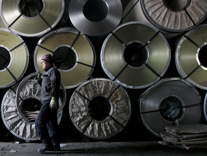 韓國去年出口15億美元的鋼鐵製品到歐洲,面對全球減碳趨勢,韓國政府早在2015年就實施全國碳交易市場。圖為首爾一處鋼鐵廠。路透
