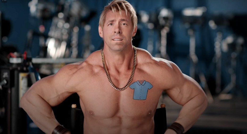 萊恩雷諾斯主演「脫稿玩家」,除了主角蓋伊之外,還有演出肌肉發達的猛漢Dude。圖
