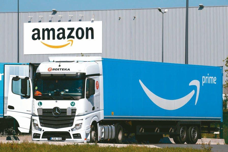 亞馬遜擴大配送服務,幫沃爾瑪、Ebay等對手送貨。(路透)