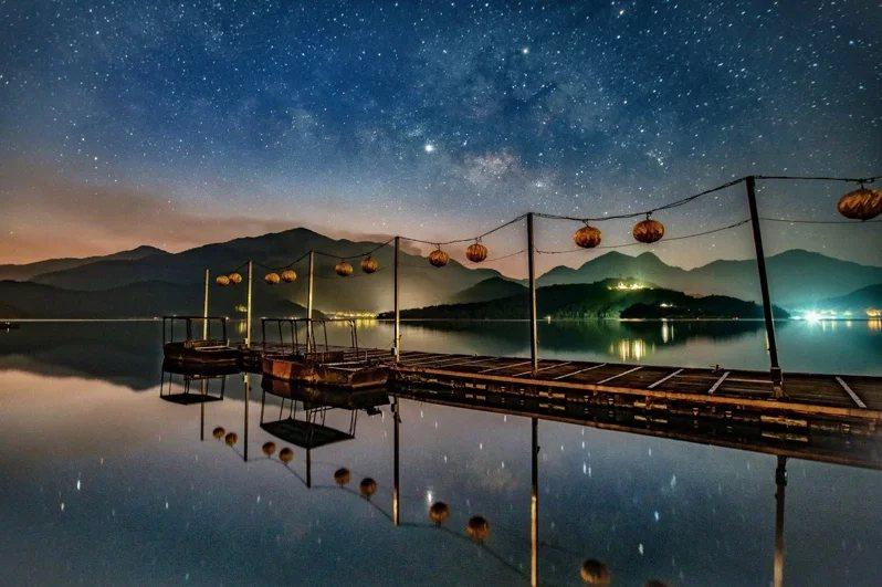 日月潭畔的蔣方碼頭,因坐北朝南降低不少城市光害,是少有人知的觀星秘境。  圖/...