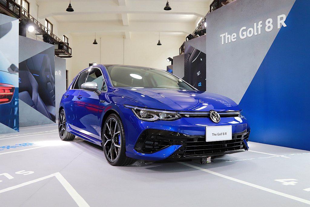 福斯Golf 8 R擁有R專屬運動化前、後保桿造型、R專屬車身同色跑車側裙和R專...