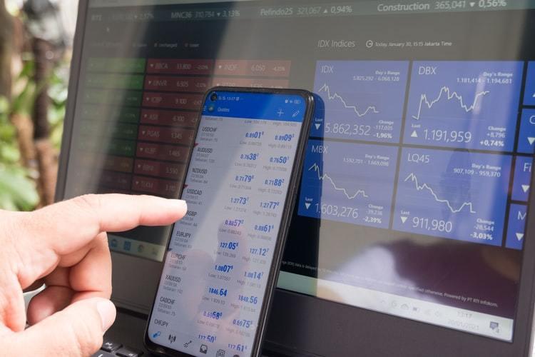 債券類型的商品具有類似定存的特性,定期領一筆固定的錢,並在最後拿回本金,且風險又...