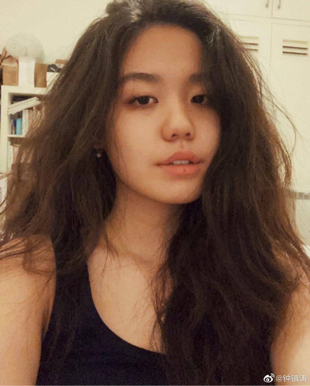 鍾鎮濤秀出女兒照片慶生。圖/擷自鍾鎮濤微博